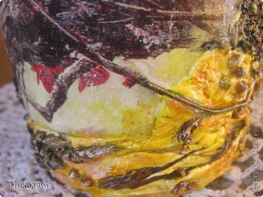 Всем привет!!!!! Облетели листья с деревьев,  прошел первый снежок, хочется что-то оставить на память о золотой осени, так родилась эта вазочка из стеклянной бутылки. фото 7