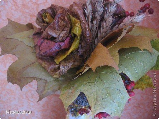 Всем привет!!!!! Облетели листья с деревьев,  прошел первый снежок, хочется что-то оставить на память о золотой осени, так родилась эта вазочка из стеклянной бутылки. фото 11