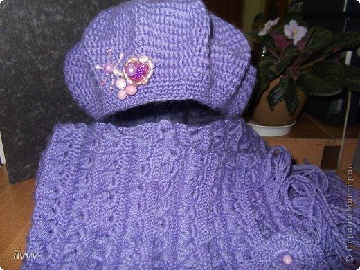Берет и шарф ярко фиолетовые, фотоаппарат не передаёт яркость. Думала за нехваткой времени пропустить очередной презент, но не смогла удержаться. фото 3