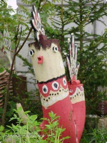 Обожаю из ничего придумывать различные поделки для украшения своего двора.. Вот голова медведя из чурки.Уши - деревянные грибы. фото 3
