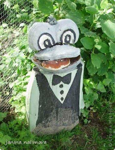 Обожаю из ничего придумывать различные поделки для украшения своего двора.. Вот голова медведя из чурки.Уши - деревянные грибы. фото 28