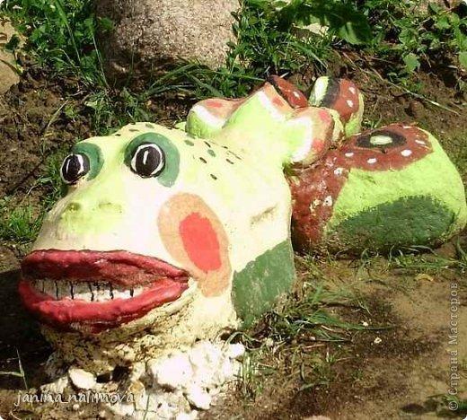 Обожаю из ничего придумывать различные поделки для украшения своего двора.. Вот голова медведя из чурки.Уши - деревянные грибы. фото 35