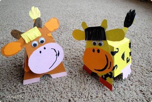"""Вот таких Буренок делали по теме """"Домашние животные"""". Этих симпатяг подсмотрела в книге """"Игрушки из картона и шариков"""", авторы: Мария-Регина Альтмайер, Михаэль Альтмайер и Вернер Шульце. фото 9"""