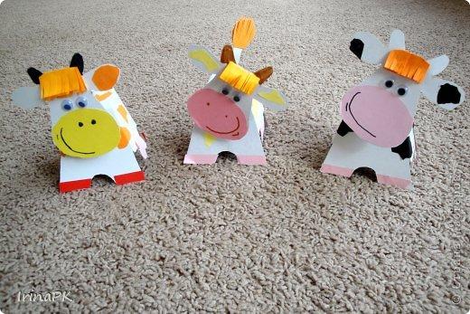 """Вот таких Буренок делали по теме """"Домашние животные"""". Этих симпатяг подсмотрела в книге """"Игрушки из картона и шариков"""", авторы: Мария-Регина Альтмайер, Михаэль Альтмайер и Вернер Шульце. фото 10"""