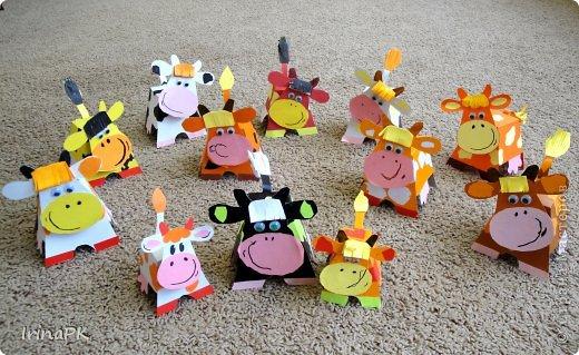 """Вот таких Буренок делали по теме """"Домашние животные"""". Этих симпатяг подсмотрела в книге """"Игрушки из картона и шариков"""", авторы: Мария-Регина Альтмайер, Михаэль Альтмайер и Вернер Шульце. фото 7"""