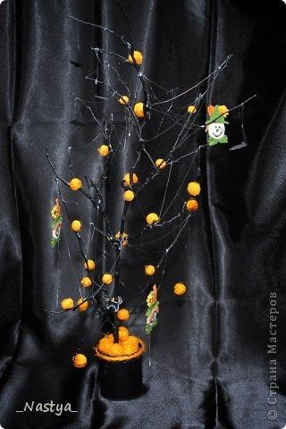Почему-то нет Хелоуина в списке событий....  Вот такое деревцо на Хелоуин - как декор на стол. Намечается вечеринка по этому поводу, вот и украшаю по чуть-чуть квартиру. фото 2