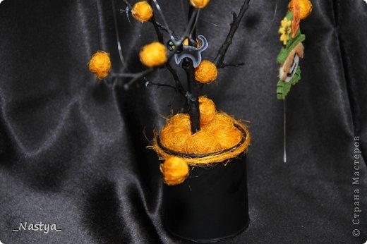 Почему-то нет Хелоуина в списке событий....  Вот такое деревцо на Хелоуин - как декор на стол. Намечается вечеринка по этому поводу, вот и украшаю по чуть-чуть квартиру. фото 3