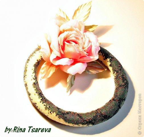 """Питон связан из японского бисера """"toho"""", роза из вискозной ткани, ручное крашение фото 1"""