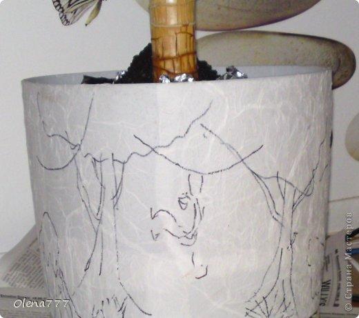 """Доброго дня и ночи, жители и гости Страны Мастеров! А у меня опять цветочный горшок-""""Джунгли"""". Выполнен в той же технике, как ваза """"Саванна"""". Высота горшка-32см, диаметр-30см. Главная проблема заключалась в том, что горшок с пальмой (ей почти 11 лет), а пальма выросла так, что уперлась в потолок!!! Поэтому работать пришлось в положении лежа или полулежа, словом, ползала по-пластунски вокруг горшка!!!!!! Я настолько рада окончанию работы, что даже не знаюб хорошо у меня получилось или нет! А получилось вот что: фото 10"""