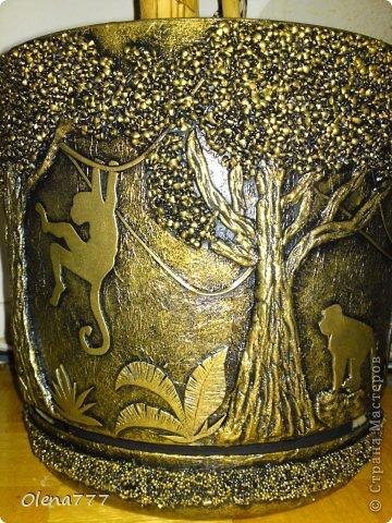 """Доброго дня и ночи, жители и гости Страны Мастеров! А у меня опять цветочный горшок-""""Джунгли"""". Выполнен в той же технике, как ваза """"Саванна"""". Высота горшка-32см, диаметр-30см. Главная проблема заключалась в том, что горшок с пальмой (ей почти 11 лет), а пальма выросла так, что уперлась в потолок!!! Поэтому работать пришлось в положении лежа или полулежа, словом, ползала по-пластунски вокруг горшка!!!!!! Я настолько рада окончанию работы, что даже не знаюб хорошо у меня получилось или нет! А получилось вот что: фото 17"""