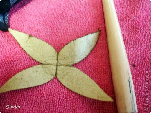 Будем делать вот такую веточку для украшения:) Я ею украсила уже готовую плетенку. фото 23