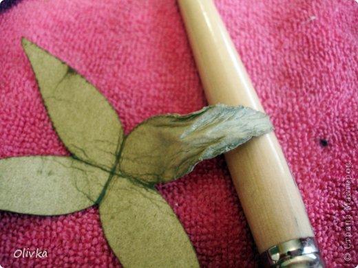 Будем делать вот такую веточку для украшения:) Я ею украсила уже готовую плетенку. фото 25