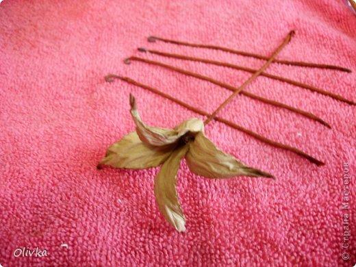 Будем делать вот такую веточку для украшения:) Я ею украсила уже готовую плетенку. фото 45
