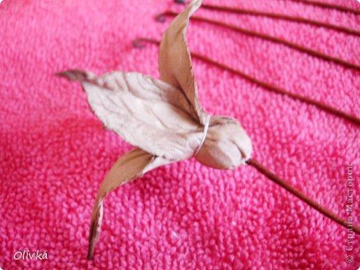 Будем делать вот такую веточку для украшения:) Я ею украсила уже готовую плетенку. фото 46