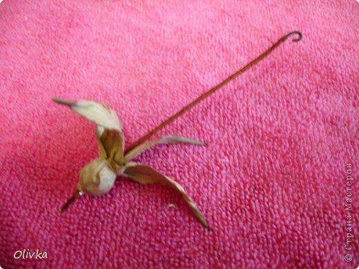 Будем делать вот такую веточку для украшения:) Я ею украсила уже готовую плетенку. фото 52