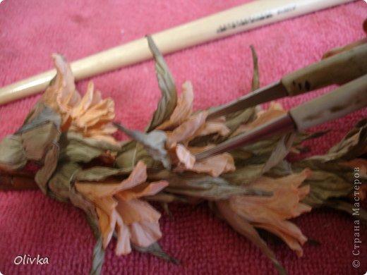 Будем делать вот такую веточку для украшения:) Я ею украсила уже готовую плетенку. фото 96