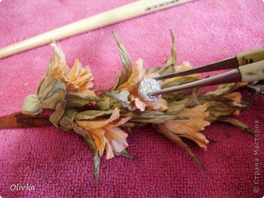 Будем делать вот такую веточку для украшения:) Я ею украсила уже готовую плетенку. фото 97