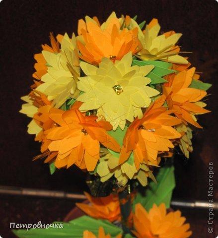 Эти топиарии я сделала сегодня вечером. Теперь повторила цветы из цветной ксероксной бумаги. фото 1