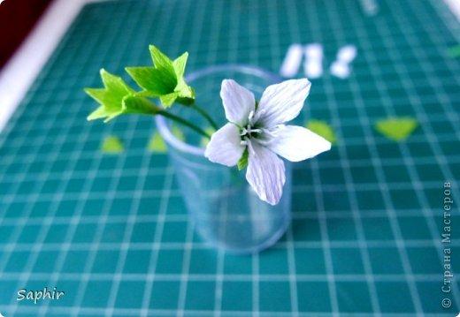 Маленькие цветочки из  бумаги Кристал.  фото 10