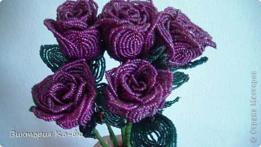 Бисерные розы Бисер