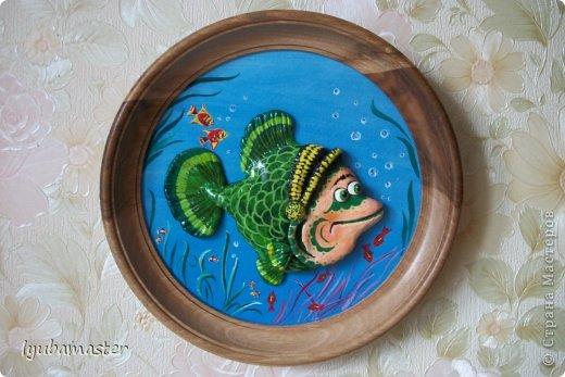 Похолодало и рыбка надела на себя шапочку.Диаметр картинки-панно -19 см.