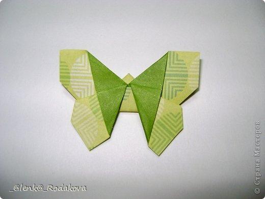 Здравствуйте! Предлагаю вам небольшой МК вот такой простенькой бабочки. Мне очень понравилось делаеть ее на обвесы, и дочке уже сделала парочку, висят над кроваткой))) Сомневалась, делать ли его, но толчком послужил вопрос Аллы насчет ссылки на эту бабочку, и желание поделиться победило все сомнения)). Делала я ее, взяв за основу идею бабочки, сделанной из ткани. Видела эти фото в одной группе в Контакте, я об этом уже писала. Но процессы изготовления из ткани и бумаги, ка вы сами понимаете, отличаются. к тому же нужно было добавить некоторые детали, определить исходный размер бумажки, и т.д. Вот что получилось. Автор у этой бабочки, я уверена, есть, но я не смогла ничего о нем узнать, за это прошу прощения.  фото 20