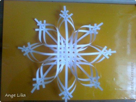 Скоро новый год, поэтому предлагаю вашему вниманию еще один вариант изготовления красивой снежинки. На сайте есть похожие, но все же отличные от моей. фото 7