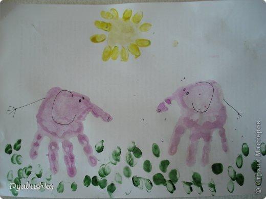 Доброго времени суток! выставляю рисунки ладошками. Очень долго искала в интернете образцы рисунков по этой технике, к сожалению мало что нашла .. . в итоге пришлось фантазировать. Дочке очень нравились такие занятия рисованием. Приходилось по три-четыре раза в день с ней рисовать. Петушок-золотой гребешок фото 18