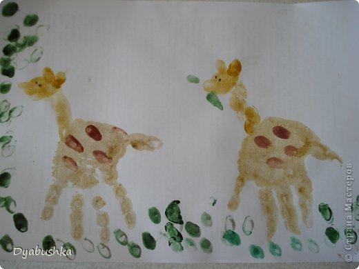 Доброго времени суток! выставляю рисунки ладошками. Очень долго искала в интернете образцы рисунков по этой технике, к сожалению мало что нашла .. . в итоге пришлось фантазировать. Дочке очень нравились такие занятия рисованием. Приходилось по три-четыре раза в день с ней рисовать. Петушок-золотой гребешок фото 19