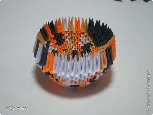 Наконец я выделила свободное время и заняла его непосредственно изготовлением этой Кисули. Это мой первый мастер-класс и я надеюсь что он будет понятен даже новичкам в искусстве модульного оригами. фото 6