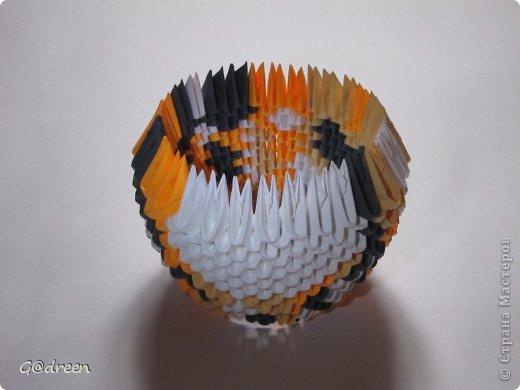 Наконец я выделила свободное время и заняла его непосредственно изготовлением этой Кисули. Это мой первый мастер-класс и я надеюсь что он будет понятен даже новичкам в искусстве модульного оригами. фото 7