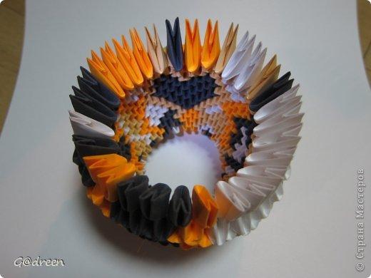 Наконец я выделила свободное время и заняла его непосредственно изготовлением этой Кисули. Это мой первый мастер-класс и я надеюсь что он будет понятен даже новичкам в искусстве модульного оригами. фото 13