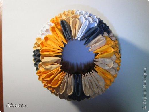 Наконец я выделила свободное время и заняла его непосредственно изготовлением этой Кисули. Это мой первый мастер-класс и я надеюсь что он будет понятен даже новичкам в искусстве модульного оригами. фото 23