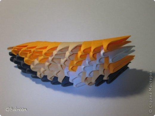 Наконец я выделила свободное время и заняла его непосредственно изготовлением этой Кисули. Это мой первый мастер-класс и я надеюсь что он будет понятен даже новичкам в искусстве модульного оригами. фото 27