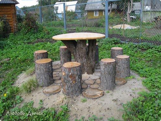 Поделки из спилов деревьев руками фото для дачи