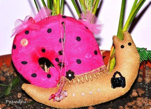 Улитки для благотворительной ярмарки. Это Гламурка, она любит аксессуары, все блестящее и розовый цвет фото 1