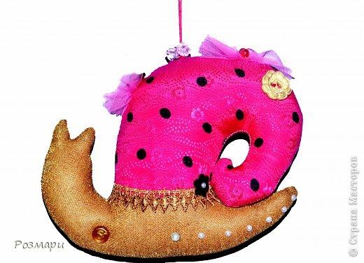 Улитки для благотворительной ярмарки. Это Гламурка, она любит аксессуары, все блестящее и розовый цвет фото 3