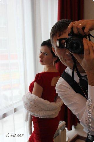 Свадьба подруги проходила в гангстерском стиле. Как дополнение к платью была сшита из искуственного меха накидка. фото 2