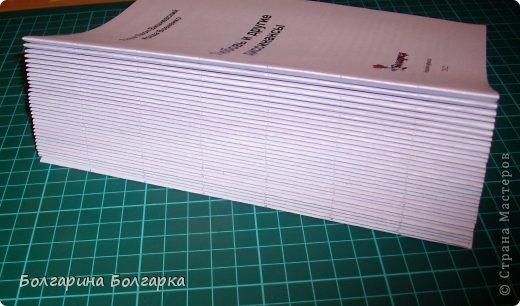 Как и обещала подробно постаралась показать как сшивала книжечки между собой. На каждой книжечке сделала разметки по 3см (длина 21см, поэтому делаем надсечки простым карандашом 6 раз). фото 3