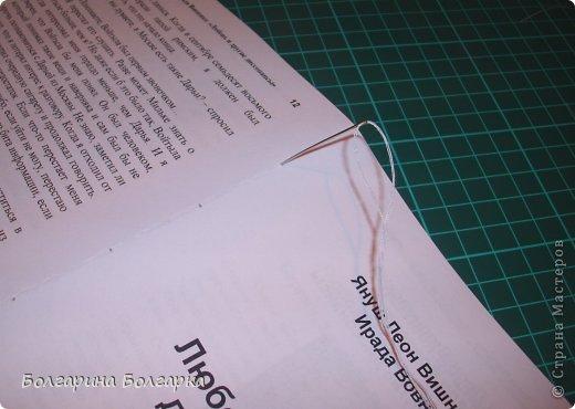 Как и обещала подробно постаралась показать как сшивала книжечки между собой. На каждой книжечке сделала разметки по 3см (длина 21см, поэтому делаем надсечки простым карандашом 6 раз). фото 5