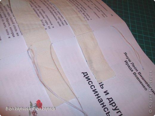 Как и обещала подробно постаралась показать как сшивала книжечки между собой. На каждой книжечке сделала разметки по 3см (длина 21см, поэтому делаем надсечки простым карандашом 6 раз). фото 11