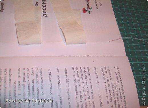 Как и обещала подробно постаралась показать как сшивала книжечки между собой. На каждой книжечке сделала разметки по 3см (длина 21см, поэтому делаем надсечки простым карандашом 6 раз). фото 15