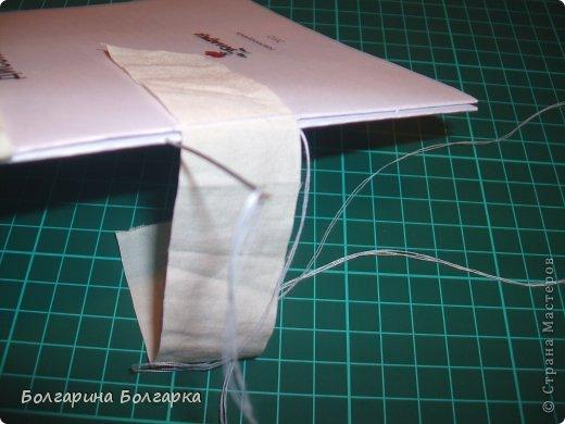 Как и обещала подробно постаралась показать как сшивала книжечки между собой. На каждой книжечке сделала разметки по 3см (длина 21см, поэтому делаем надсечки простым карандашом 6 раз). фото 18