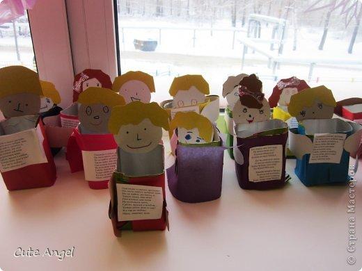 Мы со старшей группой делаем подарки мамам. фото 3