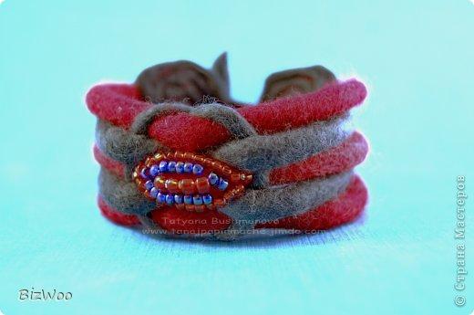 Мне просто захотелось порадовать маму теплым браслетом, ну и красное она очень любит ))) фото 1