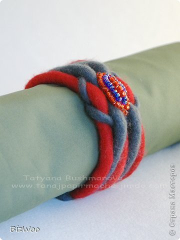 Мне просто захотелось порадовать маму теплым браслетом, ну и красное она очень любит ))) фото 3