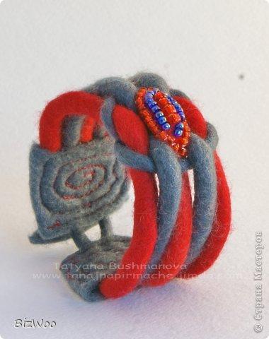 Мне просто захотелось порадовать маму теплым браслетом, ну и красное она очень любит ))) фото 5