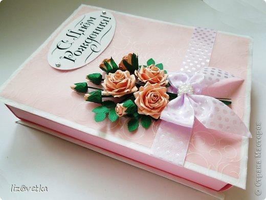 Всем привет! Хочу показать вам коробочку для небольшого подарка. Идею я взяла у Астории http://astoriaflowers.blogspot.com/ , за что ей огромное спасибо! Розочки делала по ее МК и стиль оформления переняла из одной ее открытки.  фото 1