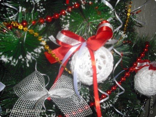 В прошлом году, мы решили украсть ёлочку только игрушками сделанными своими руками. Выдержали красно-белую гамму. В итоге получилась вот такая ёлочка. Решили поделиться с вами своими результатами. Вдруг кому-то пригодятся наши идеи в предверии Нового года. фото 3