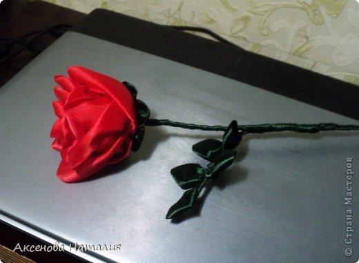 Вот такая розочка из лент у меня получилась. Спасибо за МК http://www.stranamam.ru/article/1850101/ . фото 1
